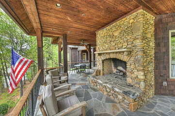 THE GRAND HOUSE - Fire place, seating and views!