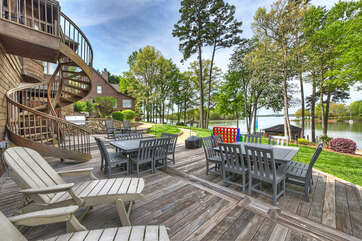 Plenty of seating by the lower level bar & by the grill - many cookouts on your Lakecation!