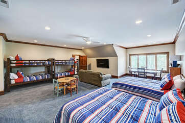 GRAND HOUSE - bunk room!