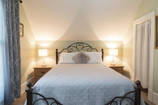 Bedroom 3 with queen bed upstairs