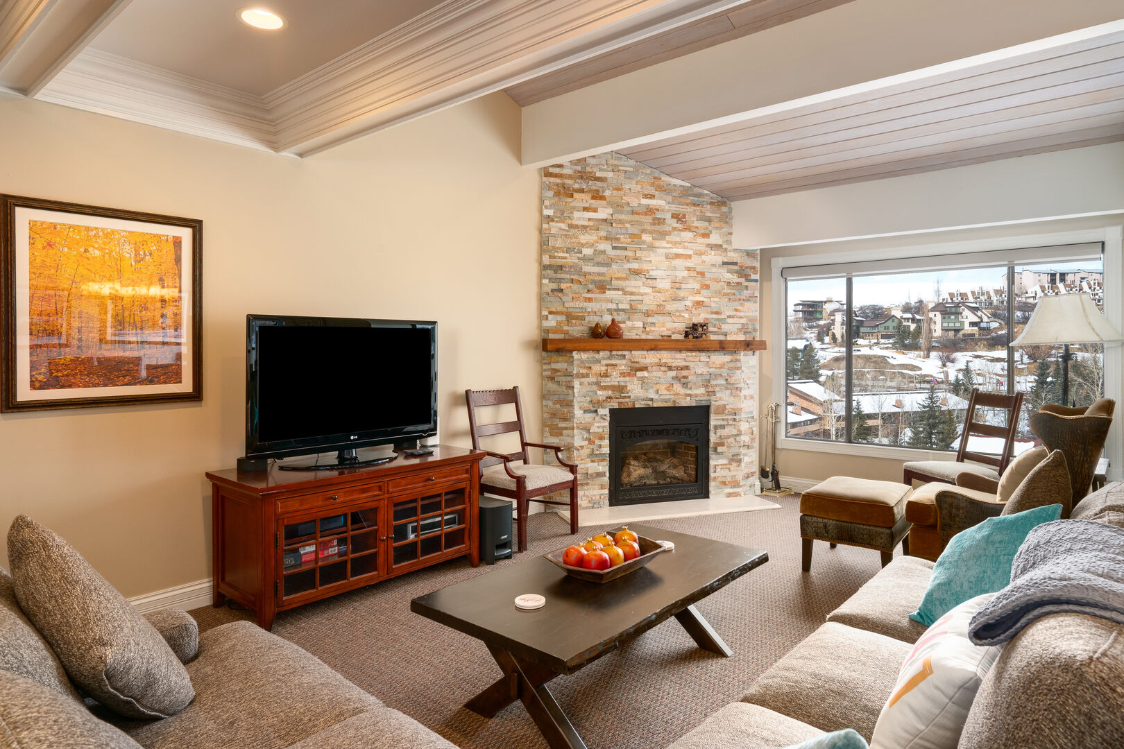Spacious living room with plenty of seating for your group.