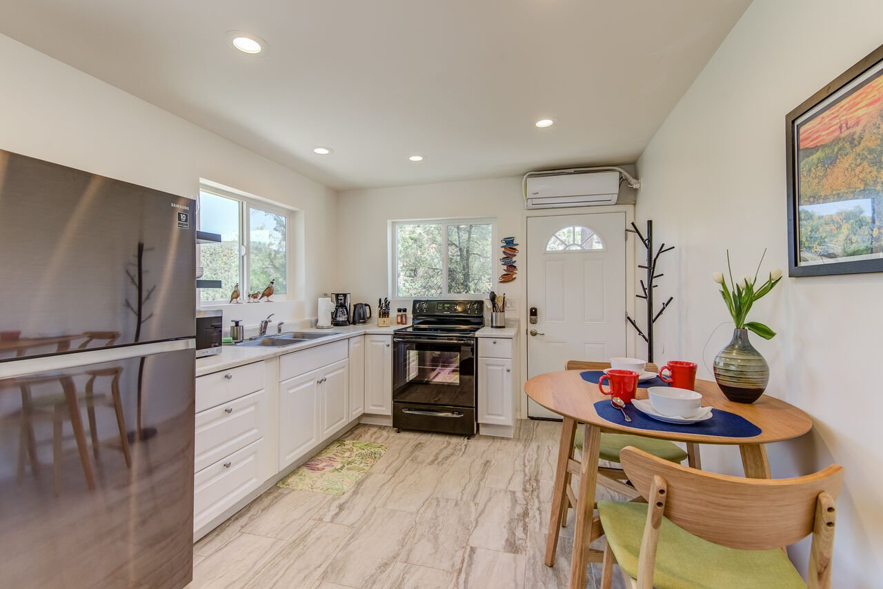 Lower Level Apartment with a Separate Entrance, Kitchenette and Dining Table