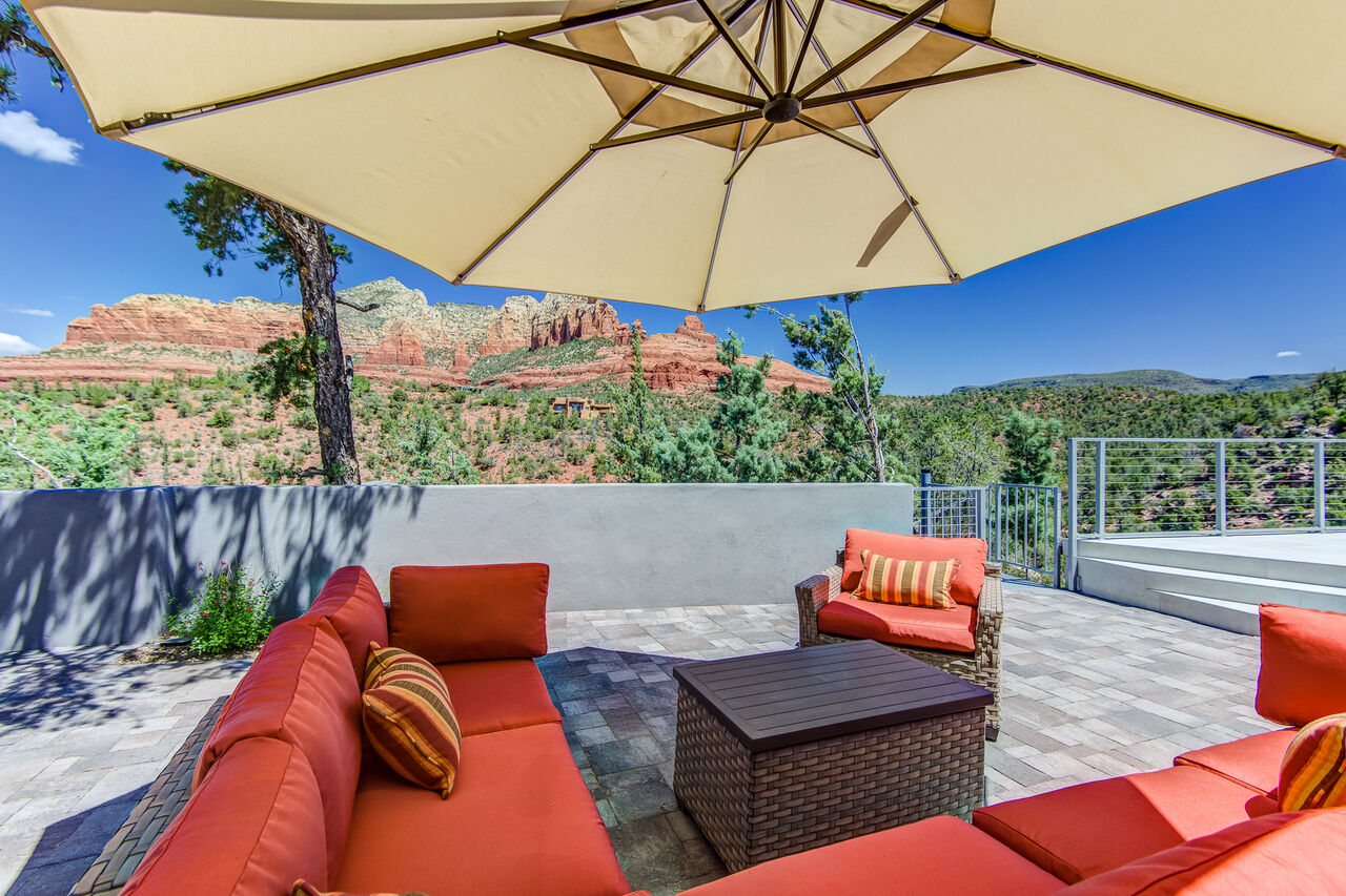Large Back Deck to Relax and Inhale the Views