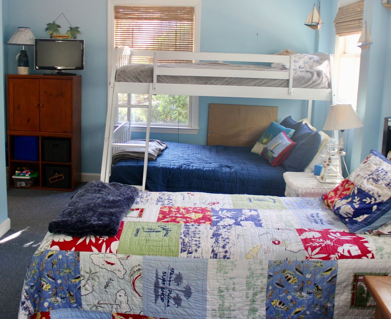 2 Twins and Bunk Bed (Twin on Top, Full on Bottom) - Ground Level