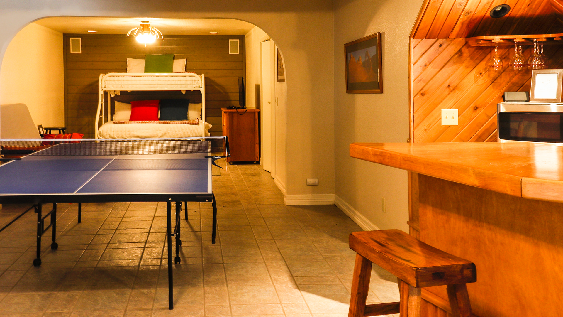 Ping Pong Table / Extra room with pyramid bunk beds