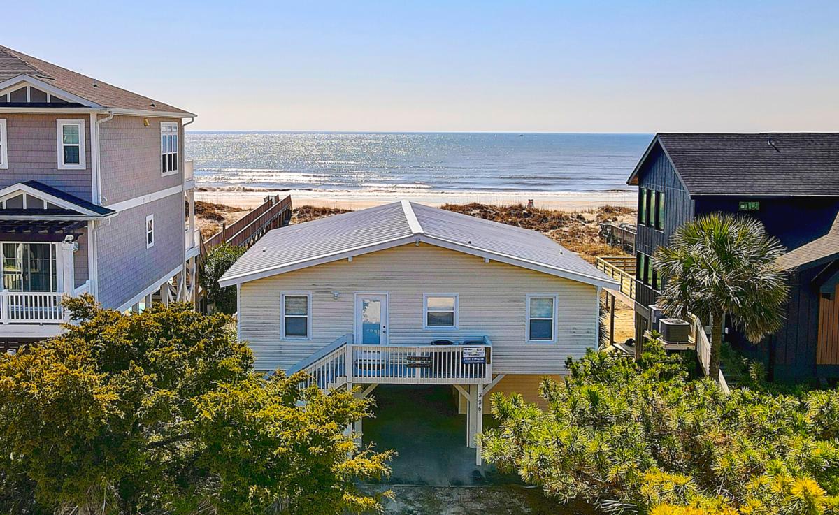 326E1 -Ocean Breeze's - Ocean Front House