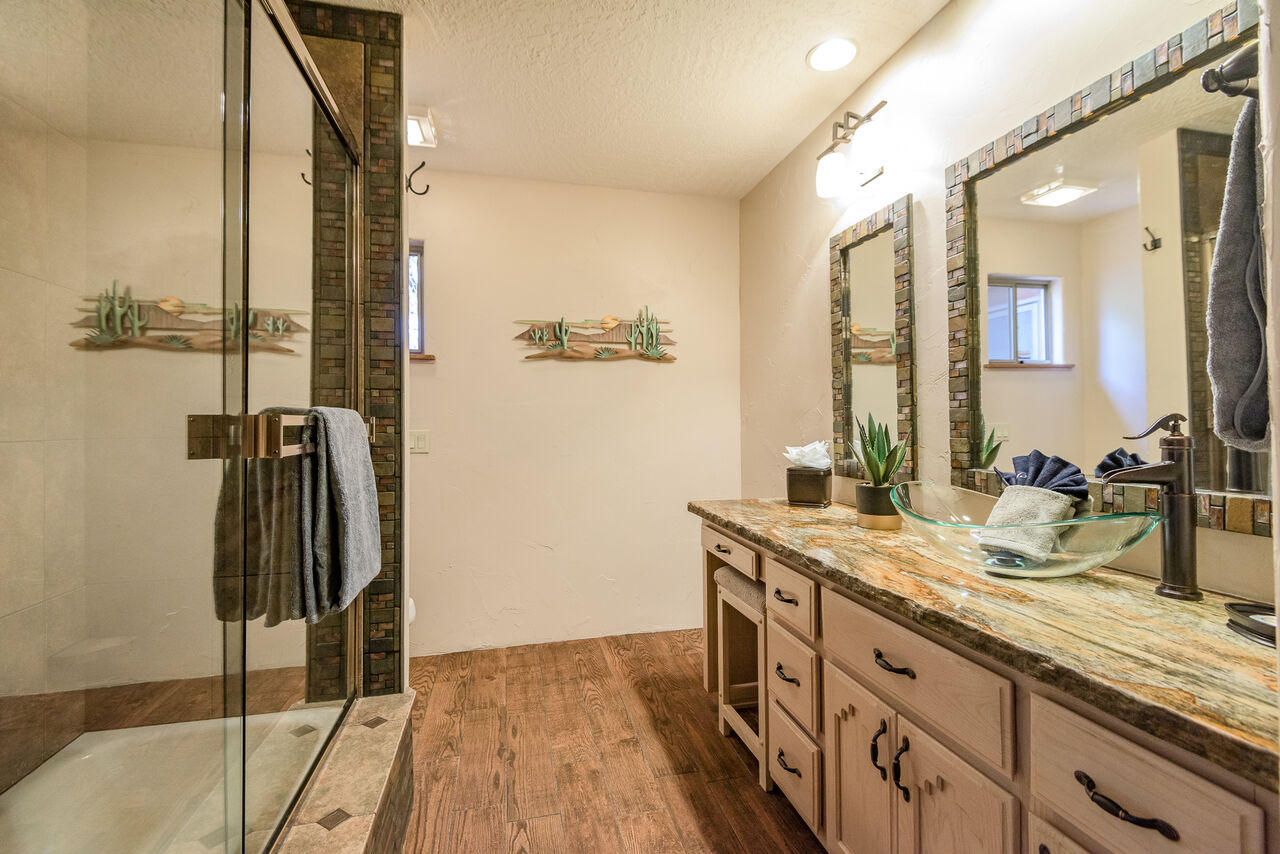 Full Shared Bath with Dual Sinks