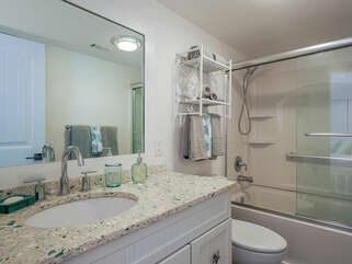 Guest bath with tub/shower combo