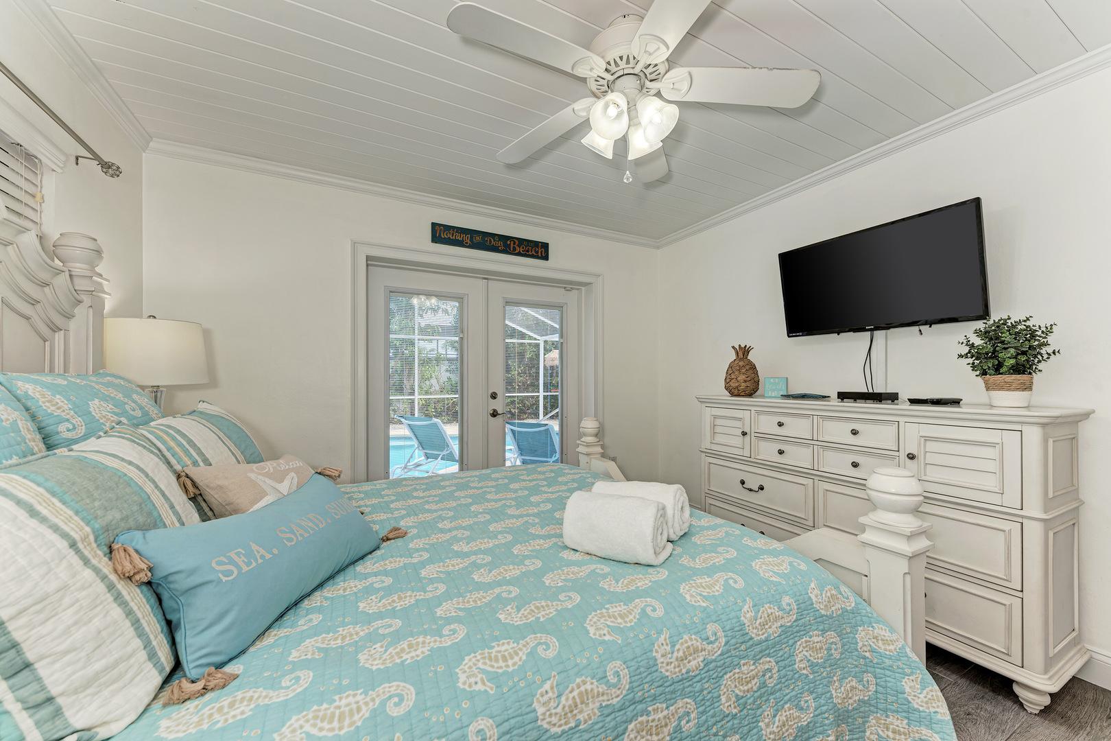 Barefoot Bungalow guest bedroom alternate view