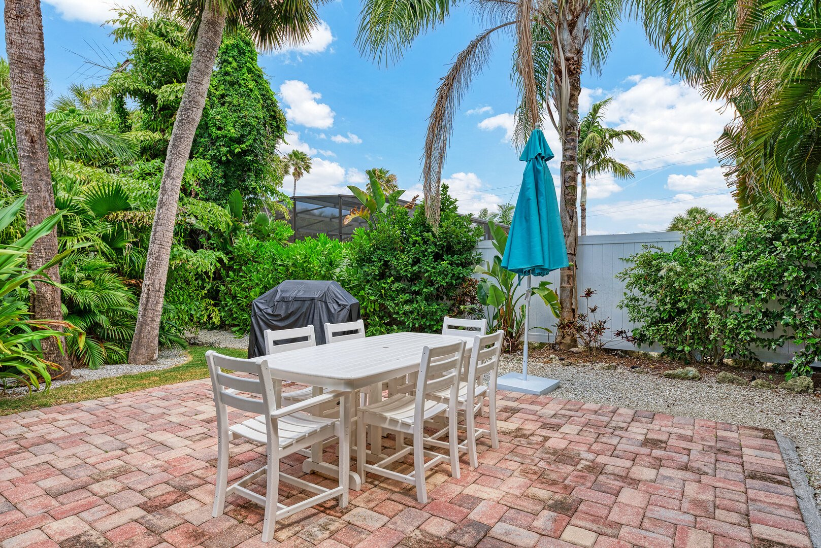 Barefoot Bungalow patio area with dining table