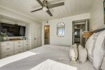 (King) Master bedroom with door leading to private bathroom and hallway