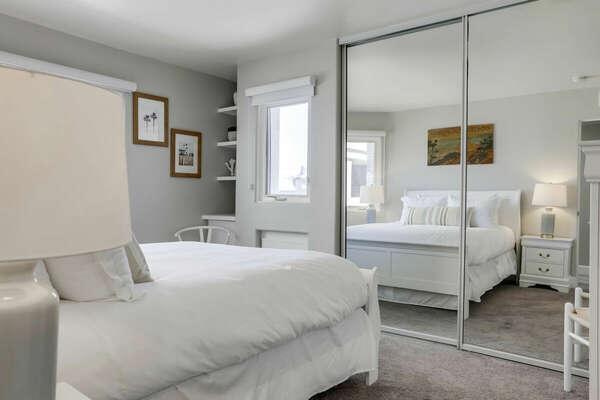 Guest Bedroom, Queen - Second Floor