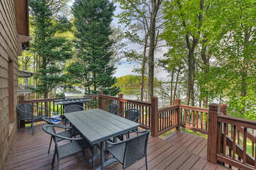 Seating for 8, lake views, perfect for nightly cookouts.