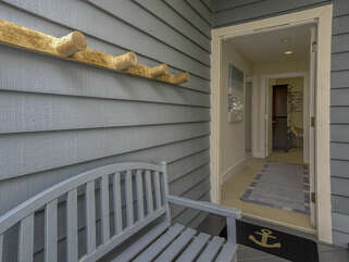 Entryway onto 1st level