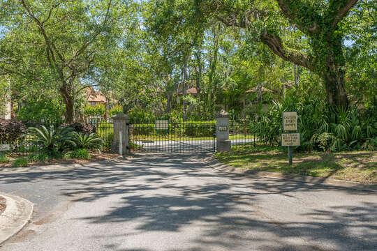Harbour Oaks gated entrance