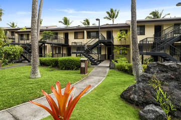 Exterior View of Country Club Villas in Kona