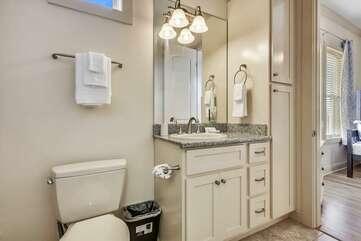 Main level bathroom with tub/shower