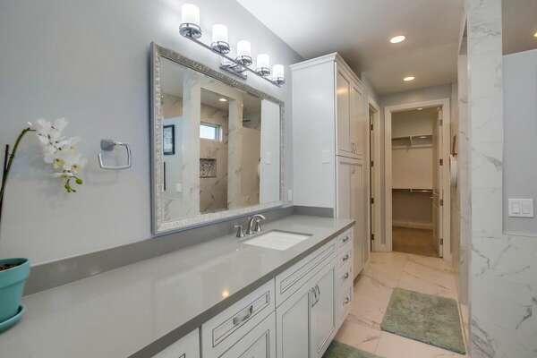 Master En-Suite Bath - First Floor