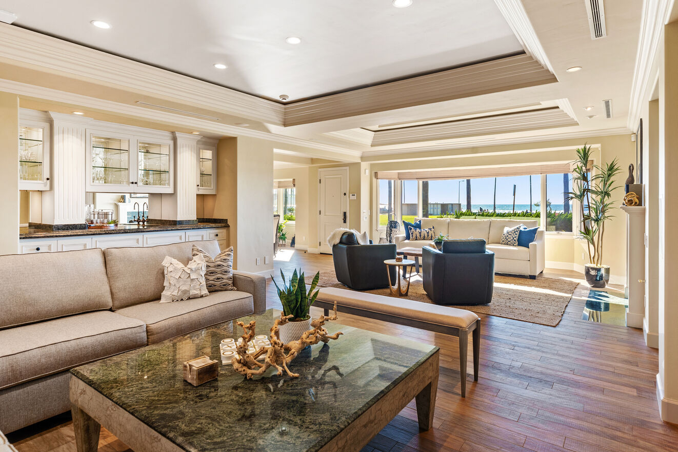 Wet bar in the great room with plenty of seating areas