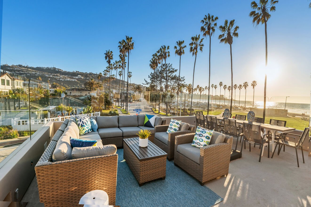 Lounge area with spectacular oceanfront views.