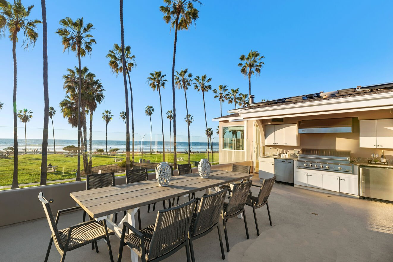 Oceanfront rooftop kitchen and dining table for 10.