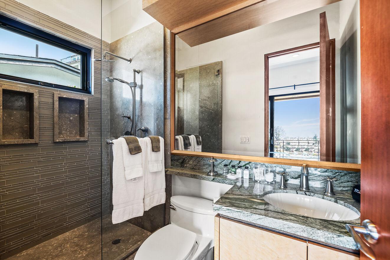 Ensuite bathroom to guest bedroom 3