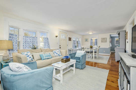 Open floor plan - Living Room and Dining Room - 85 Pond Street South Yarmouth Cape Cod - New England Vacation Rentals
