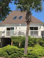 This beautiful three bedroom 2 bath home has been renovated and is awaiting your vacation dreams!