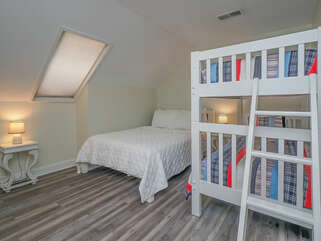 Queen bed and twin bunks
