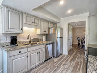 Beautiful remodeled kitchen - a chef's delight!