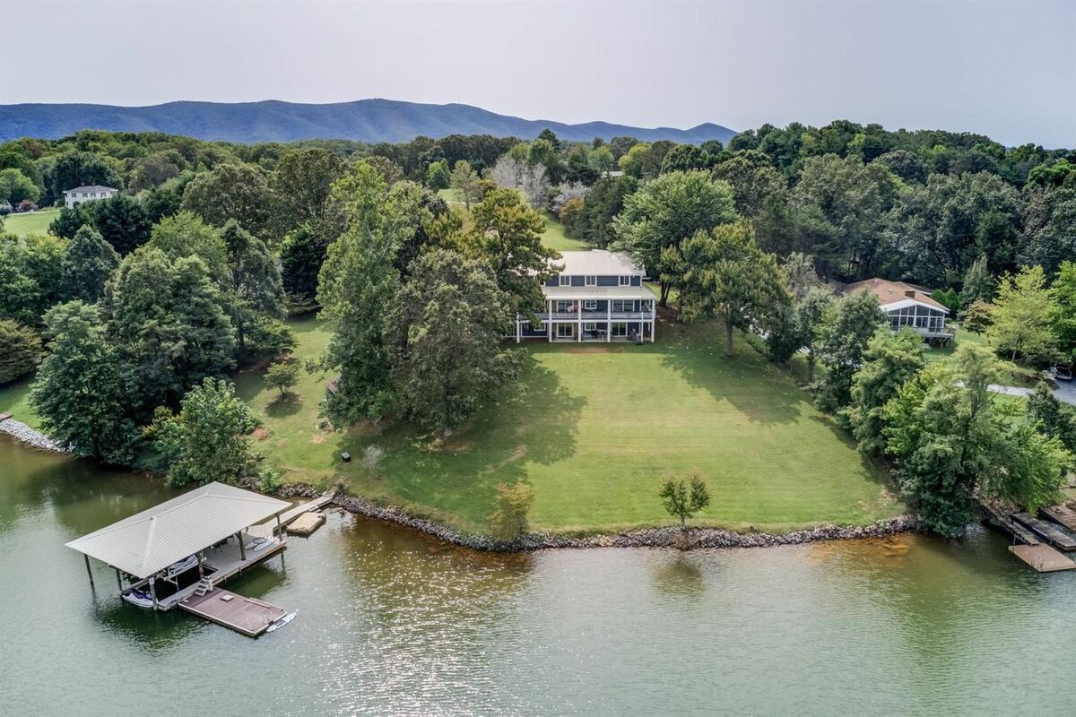 This is it, Lake Pointe Manor, what you have been waiting for, Views, large spaces, large yards, privacy, deep water