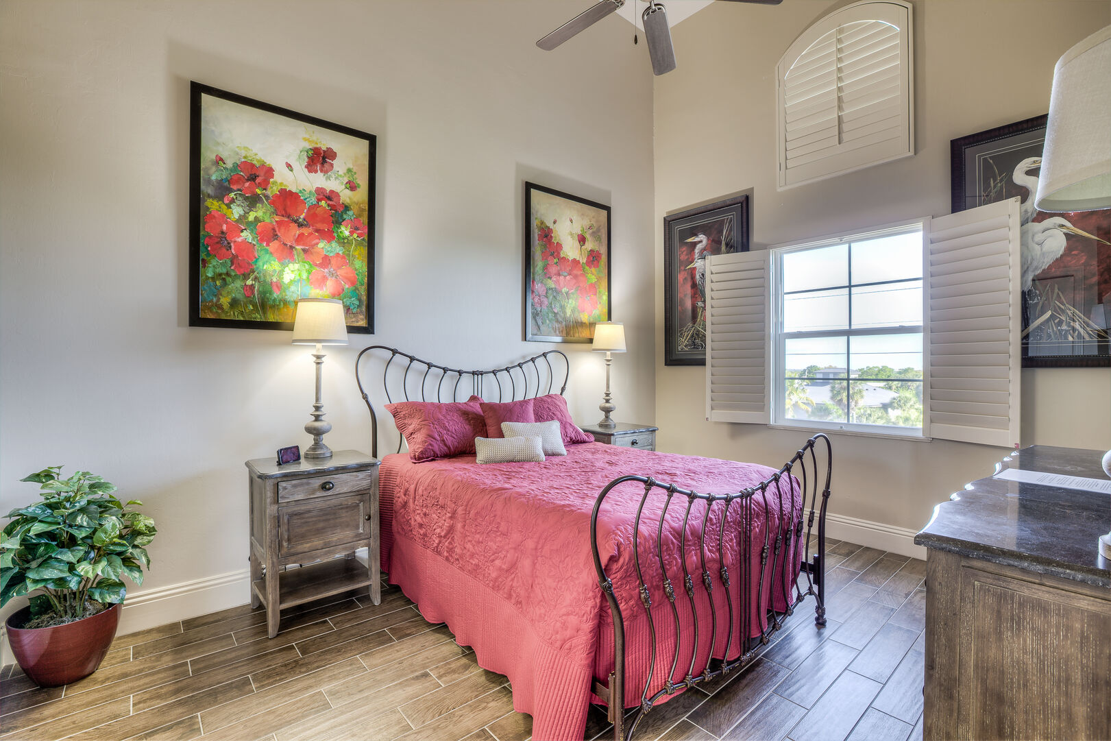 Guest bedroom with queen bed in our Fort Myers vacation home rental