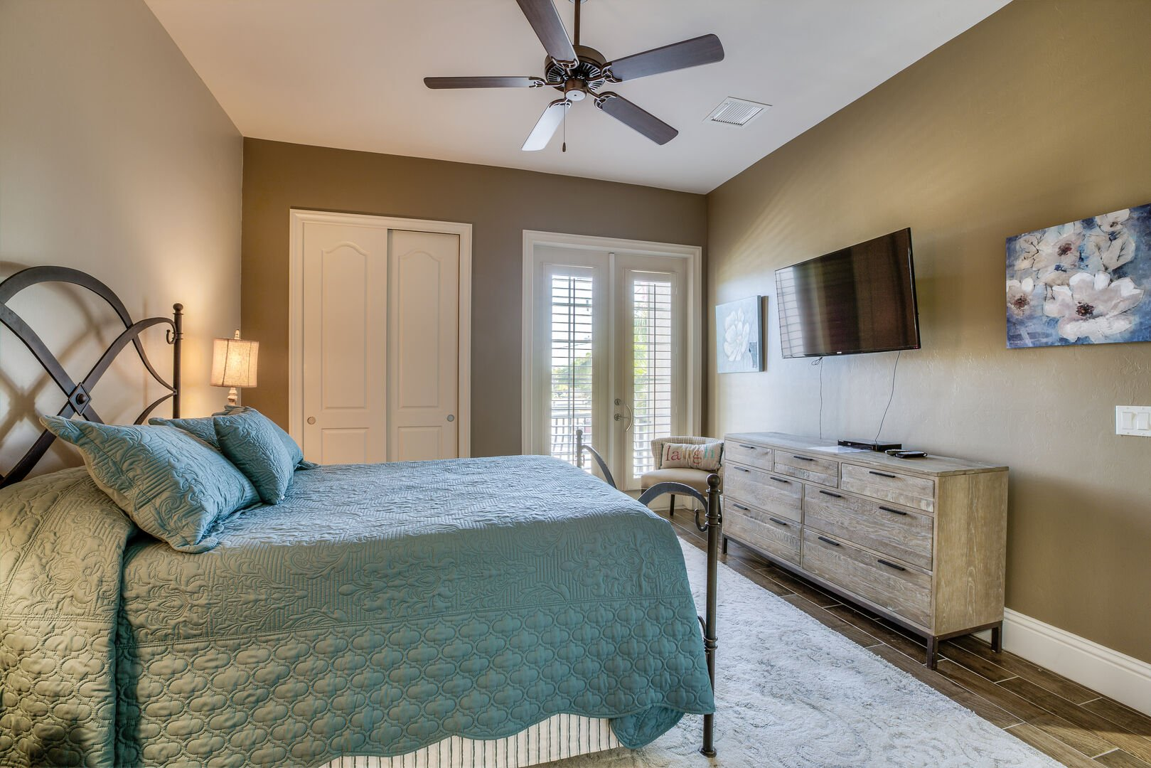 Guest bedroom with queen bed and TV in our Fort Myers vacation home rental