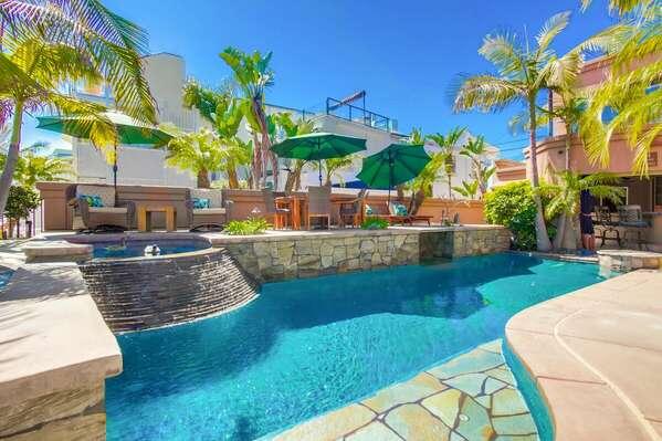 Pool + Spa & Lounge Area