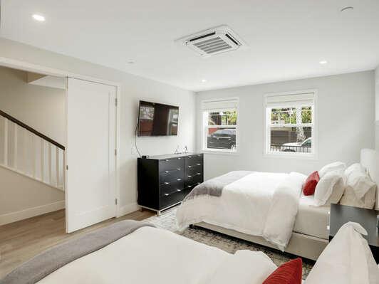 1st Floor Bedroom - Queen & Twin Beds w/ En-Suite Bathroom