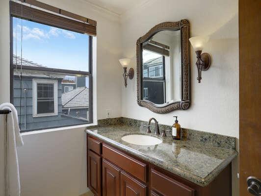 Guest En-Suite Bathroom w/ Shower