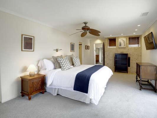 Master Bedroom w/ King & En-Suite - 2nd Floor