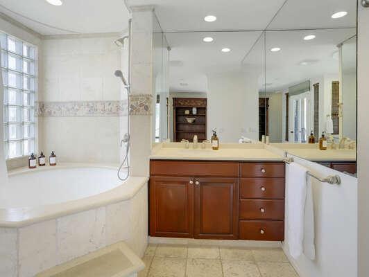 Master En-Suite w/ Shower and Tub - 2nd Floor