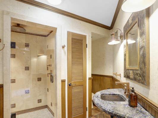 Outdoor Bathroom w/ Shower