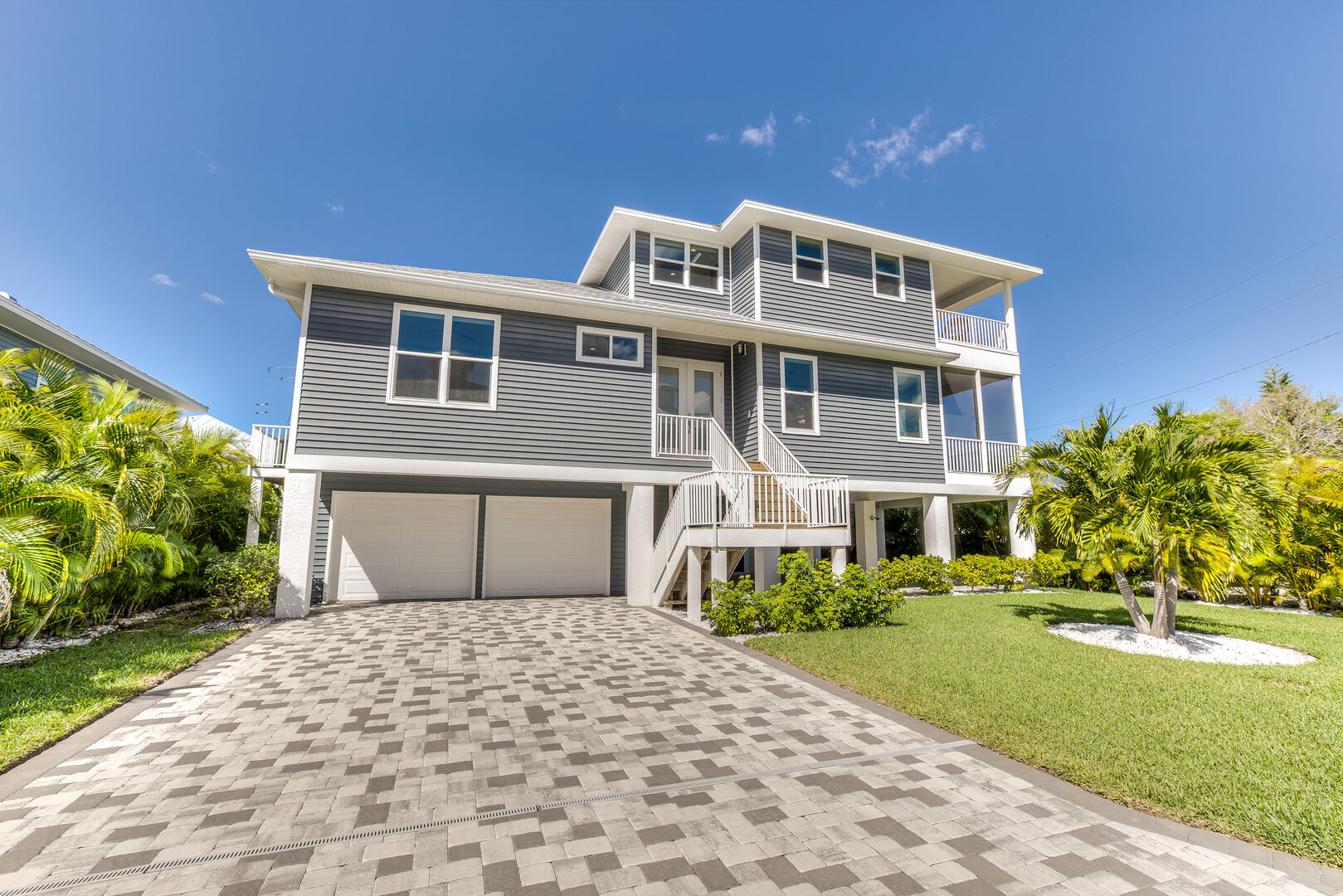 Fort Myers Vacation House Rental Driveway