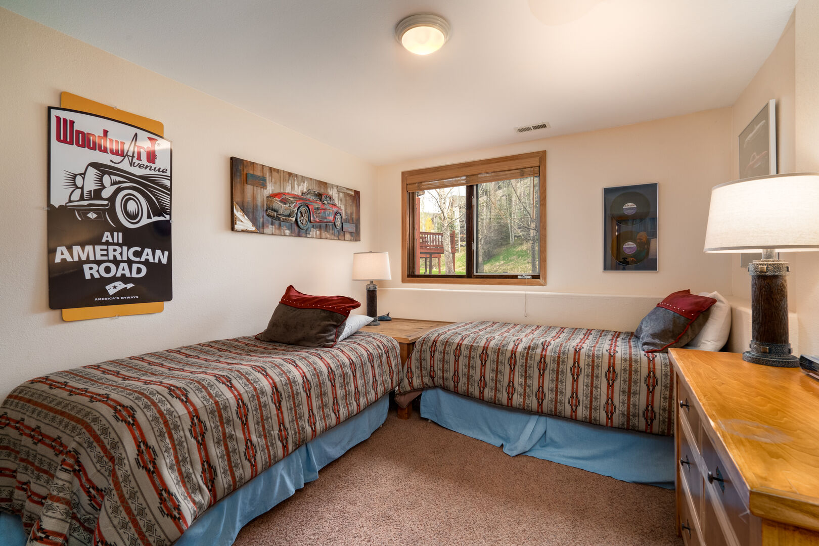 Lower level twin bedroom #1