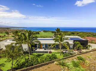 The front external view of this Mauna Kea house rental.