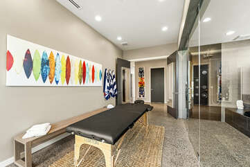 A picture of the Pu'uku Ala Spa room, with massage table and steam room.