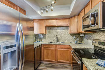 Fully Equipped Kitchen and Stainless Steel Appliances
