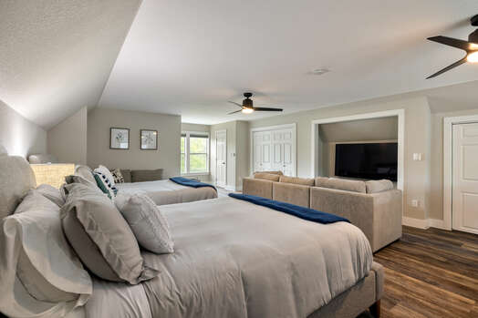Bedroom 6/Studio with two queen beds, sitting area and 65