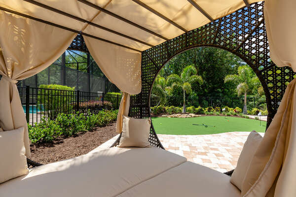 Lounge in the outdoor daybed