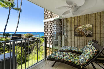 Lounge chairs on balcony of Alii Villas 135.