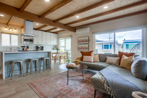 Completely Remodeled Upper Unit w/ Professional Designer's Touch