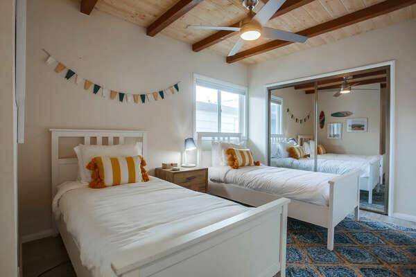 Guest Bedroom w/ 2 Twins