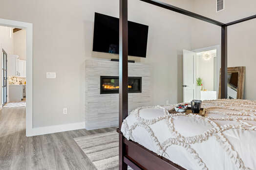 King Bed, Cozy Gas Fireplace and 60